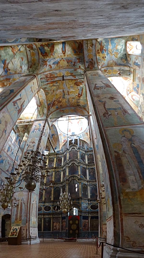 Vologda - St. Sofia's Kathedraal - iconostase en fresco's