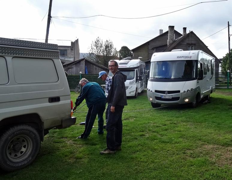 Pärnu - KuipWagen trekt camper los